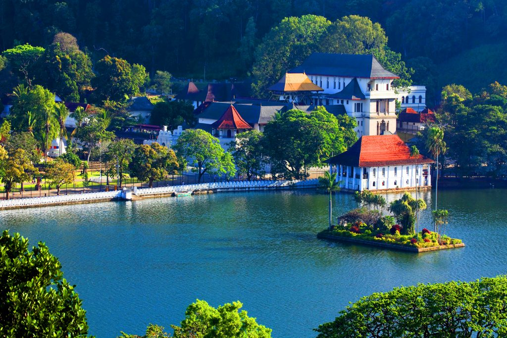 Sri lanka Kandy Dalada Maligawa, The Sacred Tooth Relic https://fantasylankatours.com/