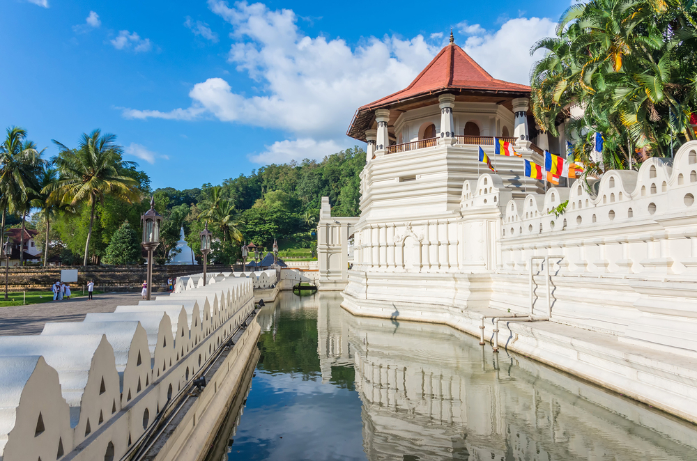 The Temple of the Sacred Tooth Relic (Sri Dalada Maligawa) Kandy fantasylankatours.com